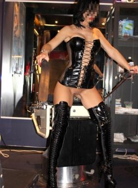 Möchtest Du meine geile Sklavensau sein - Herrin Angela 25 31142393